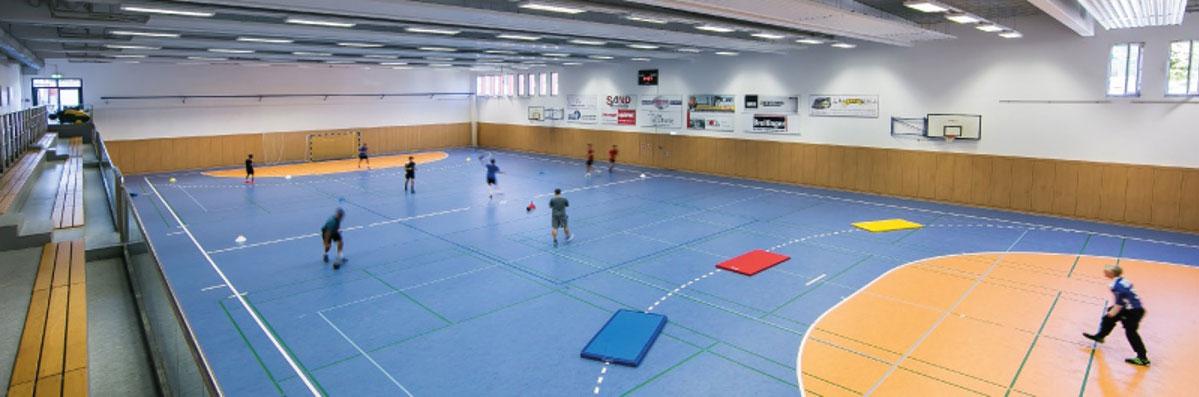 Doppelsporthalle im Gebäudekomplex des Sporthotels